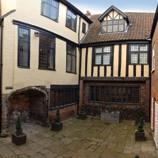 thumb_Strangers' Hall, courtyard